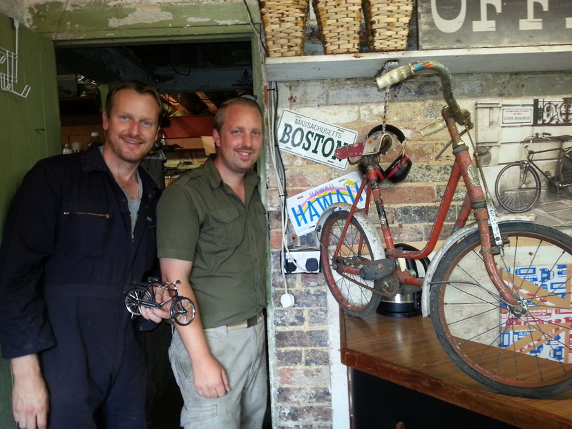 Noel (l) and Steve showing off a 1950s kids bike with the original equipment intact.